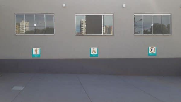 Clínica Mitra - Placas Estacionamento